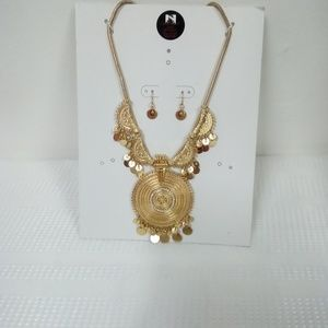 NWT Circle Statement Necklace